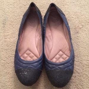Vince Camuto navy and black flat